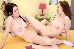 Lesbian Teen Tribbing Porn Pictures